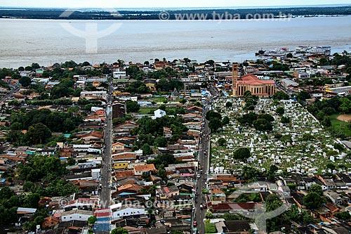 Foto aérea da cidade de Parintins com a Catedral de Nossa Senhora do Carmo e o Cemitério Municipal  - Parintins - Amazonas (AM) - Brasil