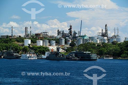 Barcos atracados próximo à Refinaria Isaac Sabbá - também conhecida como Refinaria de Manaus (REMAN)  - Manaus - Amazonas (AM) - Brasil