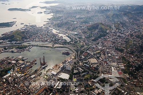 Vista aérea de estaleiros e da Ponte Rio-Niterói  - Niterói - Rio de Janeiro (RJ) - Brasil