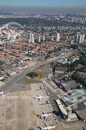 Vista aérea da torre de Controle e pátio de aeronaves do Aeroporto de Congonhas  - São Paulo - São Paulo (SP) - Brasil