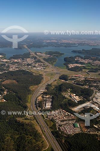 Vista aérea do trecho do Rodoanel Mário Covas, também conhecido como Rodoanel Metropolitano de São Paulo (Rodovia SP-021) e ponte sobre a Represa Billings  - São Bernardo do Campo - São Paulo (SP) - Brasil