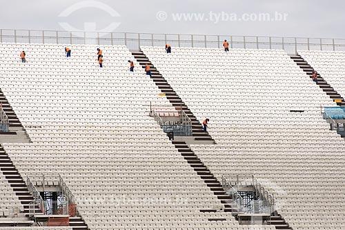 Operários instalando as arquibancadas temporárias na Arena Corinthians  - São Paulo - São Paulo (SP) - Brasil