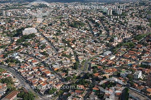 Foto aérea da Avenida Avai com o bairro Dom Bosco - à esquerda - e o bairro Alvaro Camargos - à direita  - Belo Horizonte - Minas Gerais (MG) - Brasil