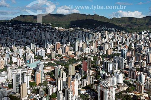 Foto aérea do bairro da Savassi com a Serra do Curral ao fundo  - Belo Horizonte - Minas Gerais (MG) - Brasil
