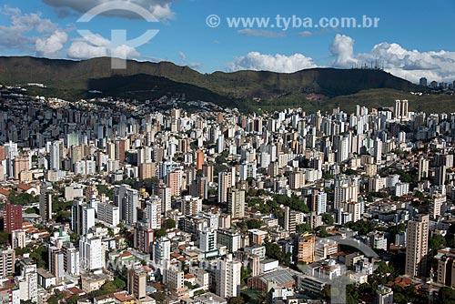 Foto aérea do bairro do Carmo com a Serra do Curral ao fundo  - Belo Horizonte - Minas Gerais (MG) - Brasil