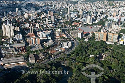 Foto aérea do Parque Municipal Américo Renné Giannetti (1897) com a Avenida dos Andradas - Hospital Governador Israel Pinheiro (HGIP) à direita  - Belo Horizonte - Minas Gerais (MG) - Brasil