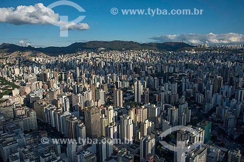 Foto aérea da Avenida Augusto de Lima - à esquerda - e Bias Fortes - à direita - com a Serra do Curral ao fundo  - Belo Horizonte - Minas Gerais (MG) - Brasil
