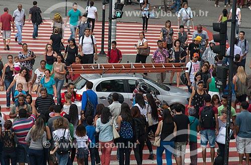 Carro sobre faixa de pedestre da Praça Sete de Setembro - esquina da Avenida Afonso Pena com a Avenida Amazonas  - Belo Horizonte - Minas Gerais (MG) - Brasil
