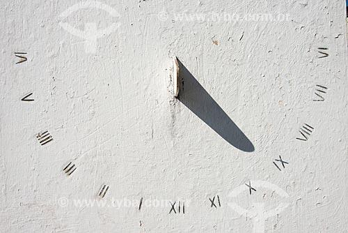Detalhe de Relógio de sol próximo à Igreja de São Francisco de Assis  - Sabará - Minas Gerais (MG) - Brasil