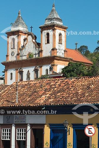 Casarios com a Igreja de São Francisco de Assis (1798) - Igreja de São Francisco de Assis sob a invocação de Nossa Senhora dos Anjos - ao fundo  - Sabará - Minas Gerais (MG) - Brasil
