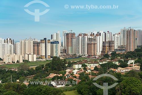 Edifícios em construção na zona oeste da cidade de Londrina  - Londrina - Paraná (PR) - Brasil