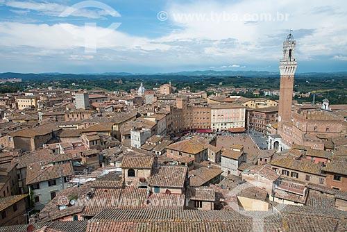 Vista geral da Piazza del Campo (Praça do Campo) com o Palazzo Pubblico (1310) - sede da Prefeitura de Siena - à direita  - Siena - Província de Siena - Itália