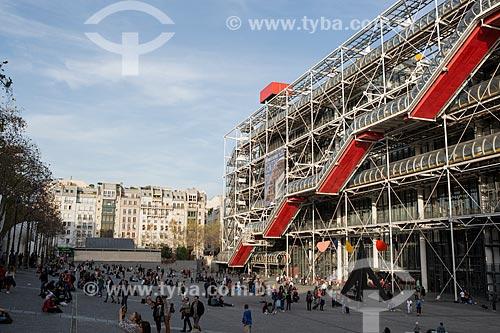 Fachada do Museu de Arte Moderna de Paris (1977) - localizado no Centro Nacional de Arte e Cultura Georges Pompidou  - Paris - Paris - França