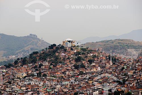 Vista geral do Complexo do Alemão com a Estação Itararé do Teleférico do Alemão - operado pela SuperVia  - Rio de Janeiro - Rio de Janeiro (RJ) - Brasil