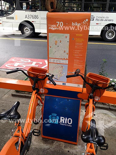 Bicicletas públicas - para aluguel - na Rua das Laranjeiras  - Rio de Janeiro - Rio de Janeiro (RJ) - Brasil
