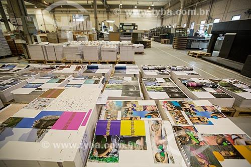 Gráfica - impressão do livro Ninguém é de Ninguém do fotógrafo Rogério Reis  - São Paulo - São Paulo (SP) - Brasil