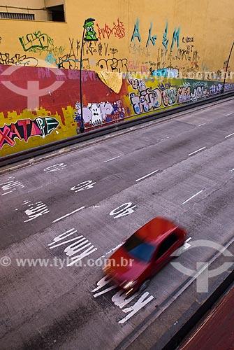 Grafite próximo à entrada do Túnel da Conceição  - Porto Alegre - Rio Grande do Sul (RS) - Brasil