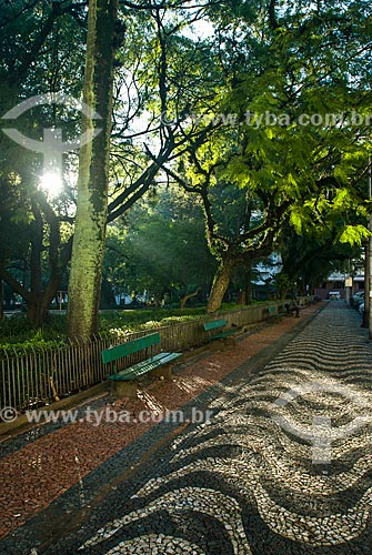 Bancos na Praça Marechal Deodoro - mais conhecida como Praça da Matriz  - Porto Alegre - Rio Grande do Sul (RS) - Brasil