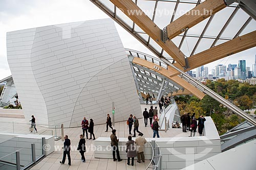Turistas no interior da Fundação Louis Vuitton (2014)  - Paris - Paris - França