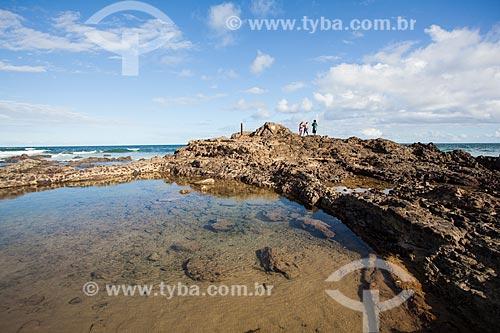Pedras e corais na orla da Praia de Ondina durante a maré baixa  - Salvador - Bahia (BA) - Brasil