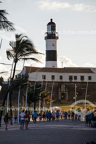 Vista do Forte de Santo Antônio da Barra (1702) a partir do calçadão da Praia da Barra  - Salvador - Bahia (BA) - Brasil