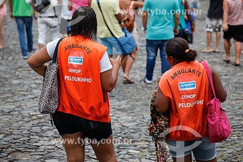 Comércio ambulante de artesanato no Pelorinho  - Salvador - Bahia (BA) - Brasil