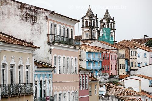 Vista de casarios no Pelourinho com a Igreja do Santíssimo Sacramento do Passo (1718) - também conhecida como Igreja do Passo - ao fundo  - Salvador - Bahia (BA) - Brasil
