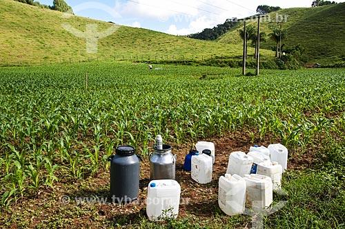 Aplicação de defensivo agrícola em plantação de milho próximo à cidade de Venda Nova do Imigrante  - Venda Nova do Imigrante - Espírito Santo (ES) - Brasil