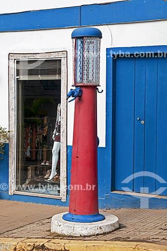 Detalhe de antiga bomba de gasolina  - Varre-Sai - Rio de Janeiro (RJ) - Brasil