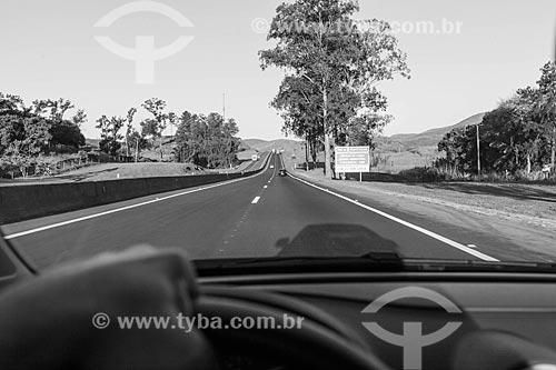 Visão de motorista na Rodovia Presidente Dutra (BR-116)  - Rio de Janeiro - Rio de Janeiro (RJ) - Brasil