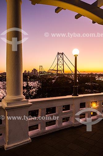 Vista da Ponte Hercílio Luz (1926) a partir da Praça Hercílio Luz  - Florianópolis - Santa Catarina (SC) - Brasil