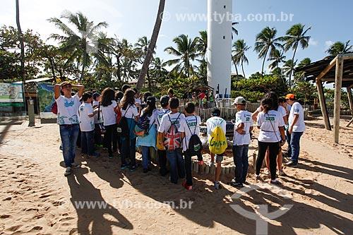 Crianças em visita ao Projeto TAMAR  - Mata de São João - Bahia (BA) - Brasil