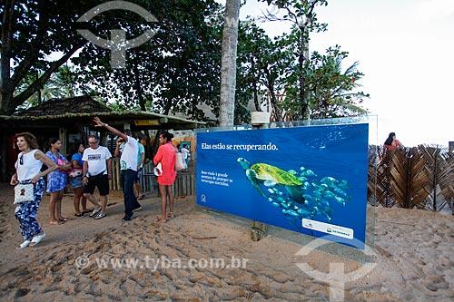 Turistas visitando o Projeto TAMAR  - Mata de São João - Bahia (BA) - Brasil