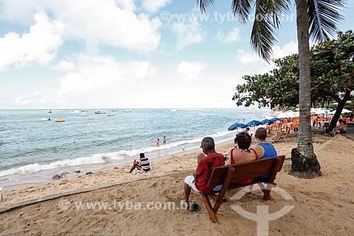 Turistas na orla da Praia do Portinho  - Mata de São João - Bahia (BA) - Brasil