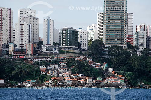 Vista de casas e prédios a partir da Baia de Todos os Santos  - Salvador - Bahia (BA) - Brasil