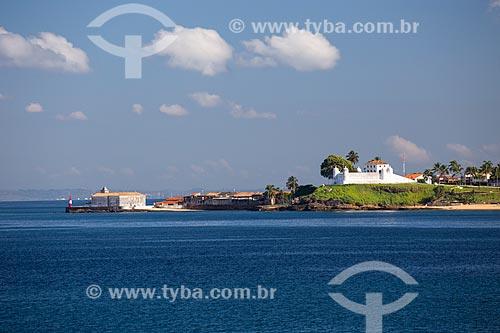 Vista da Ponta do Humaitá - Farol Monte Serrat (1935), Igreja de Nossa Senhora do Monte Serrat (Séc. XVI) e Forte do Monte Serrat (1742)  - Salvador - Bahia (BA) - Brasil