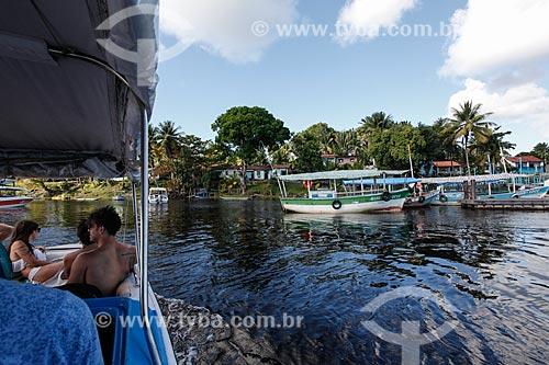 Barco chegando ao Povoado de Canavieiras  - Cairu - Bahia (BA) - Brasil
