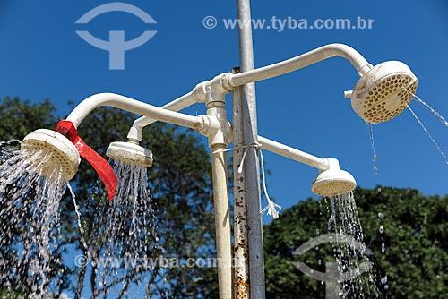 Desperdício de água em chuveiros na Praia do Flamengo  - Rio de Janeiro - Rio de Janeiro (RJ) - Brasil