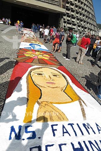 Tapete de sal para a procissão de Corpus Christi na Avenida Chile  - Rio de Janeiro - Rio de Janeiro (RJ) - Brasil