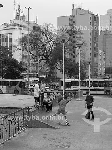 Jovens andando de skate na Praça Franklin Roosevelt  - São Paulo - São Paulo (SP) - Brasil