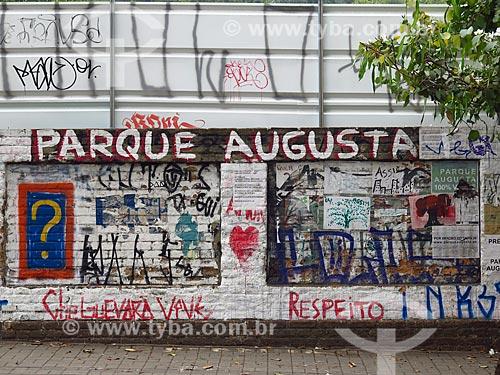 Grafites em muro do Parque Augusta  - São Paulo - São Paulo (SP) - Brasil