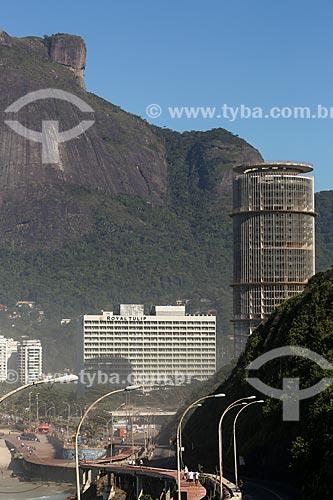 Vista do Royal Tulip Rio de Janeiro Hotel e do Hotel Nacional com a Pedra da Gávea ao fundo  - Rio de Janeiro - Rio de Janeiro (RJ) - Brasil