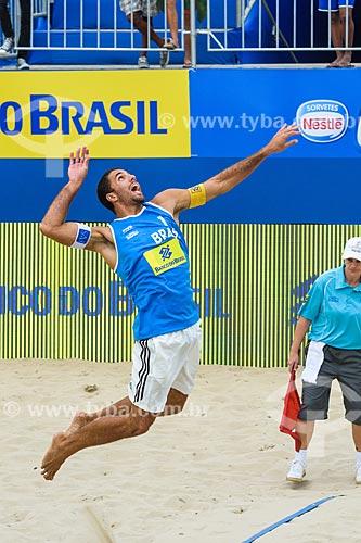 Jogador Marcus sacando durante o Rio Open - etapa do Circuito Mundial - evento-teste para os Jogos Olímpicos - Rio 2016 - na Praia de Copacabana  - Rio de Janeiro - Rio de Janeiro (RJ) - Brasil