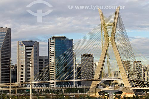 Vista da Ponte Octávio Frias de Oliveira (2008) sobre o Rio Pinheiros com prédios ao fundo  - São Paulo - São Paulo (SP) - Brasil