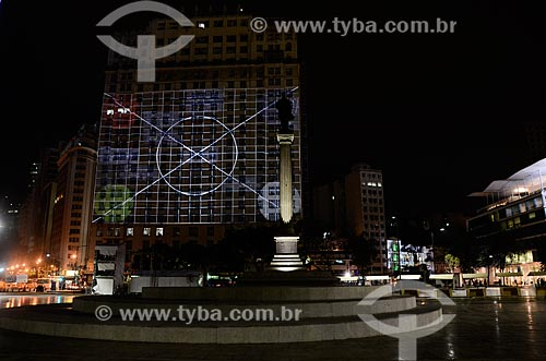 Projeções no Edifício Joseph Gire (1929) - também conhecido como Edifício A Noite - com o Monumento à Visconde de Mauá durante o ArtRio 2015  - Rio de Janeiro - Rio de Janeiro (RJ) - Brasil