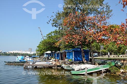 Píer com barcos e as Floatballs - pedalinho elétrico em forma de bola de futebol - na Lagoa Rodrigo de Freitas  - Rio de Janeiro - Rio de Janeiro (RJ) - Brasil