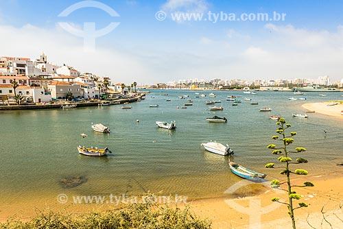 Casas às margens do Rio Arade  - Concelho de Lagoa - Distrito de Faro - Portugal