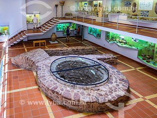 Poço-cisterna almóada em exibição no Museu Municipal de Arqueologia de Silves  - Concelho de Silves - Distrito de Faro - Portugal