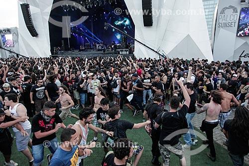 Roda-punk durante o show da banda MoonSpell no Palco Sunset - Rock in Rio 2015  - Rio de Janeiro - Rio de Janeiro (RJ) - Brasil