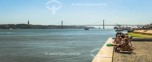 Vista do Rio Tejo com a onte Vinte e Cinco de Abril ao fundo  - Lisboa - Distrito de Lisboa - Portugal